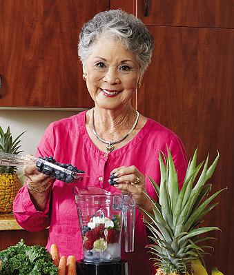 Lorraine Bachran making smoothies